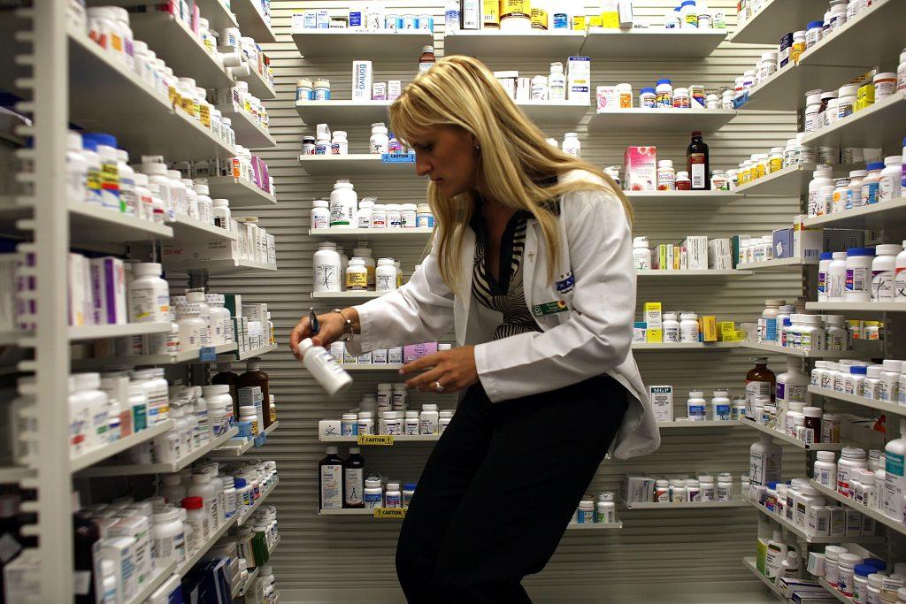 Federal probe of drug middlemen urged